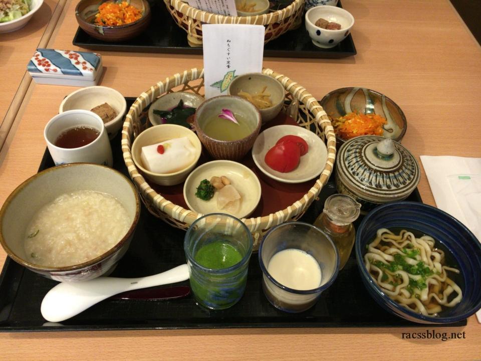 沖縄の伝統料理を食べるなら「ぬちぐすい定食」がおすすめ