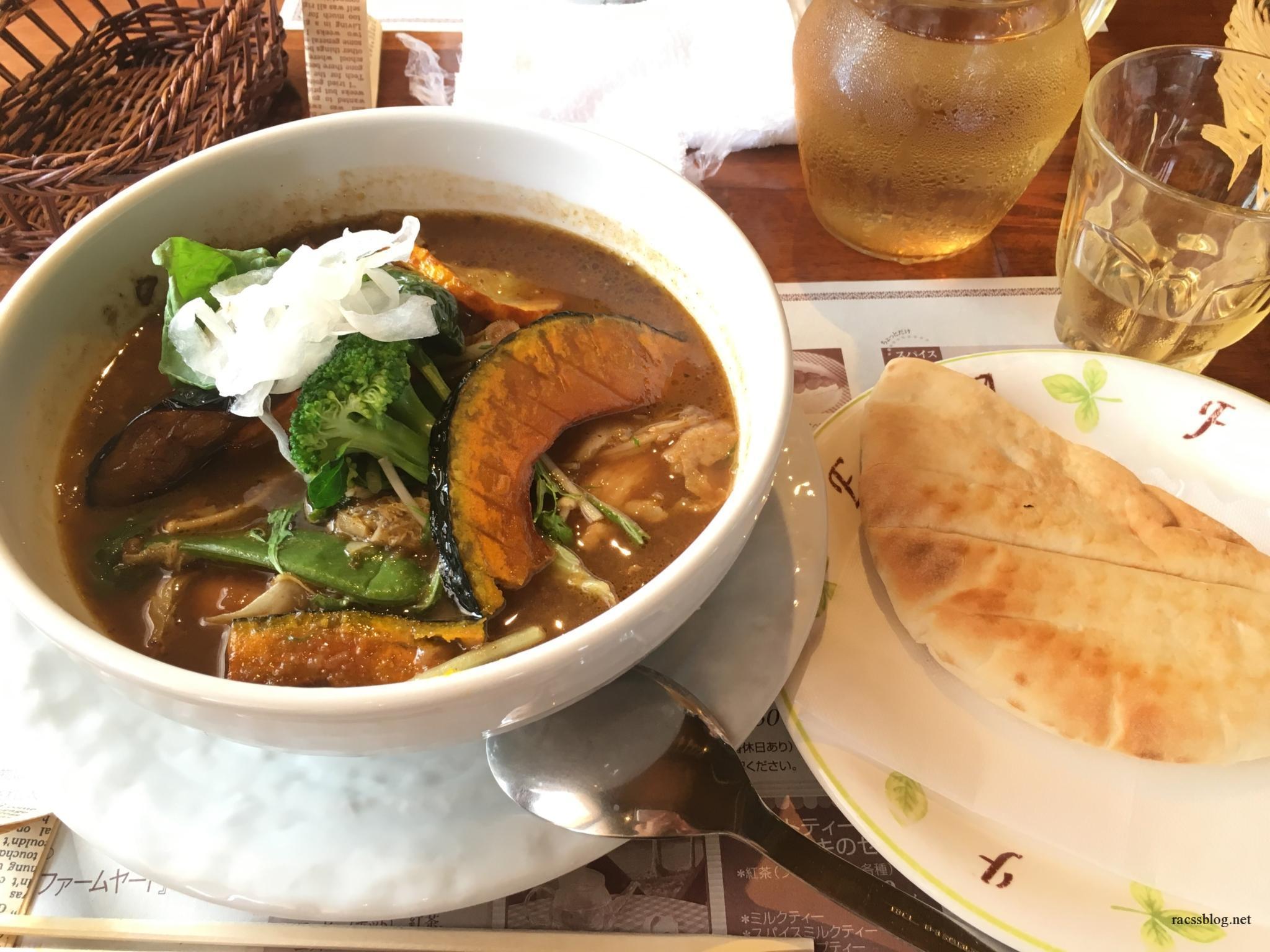 由仁町キッチンファームヤードのスープカレーは自家製野菜がすごい