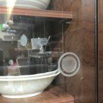 食器棚のガラス扉のつまみを100均吸盤でリメイクしたらとても使いやすい