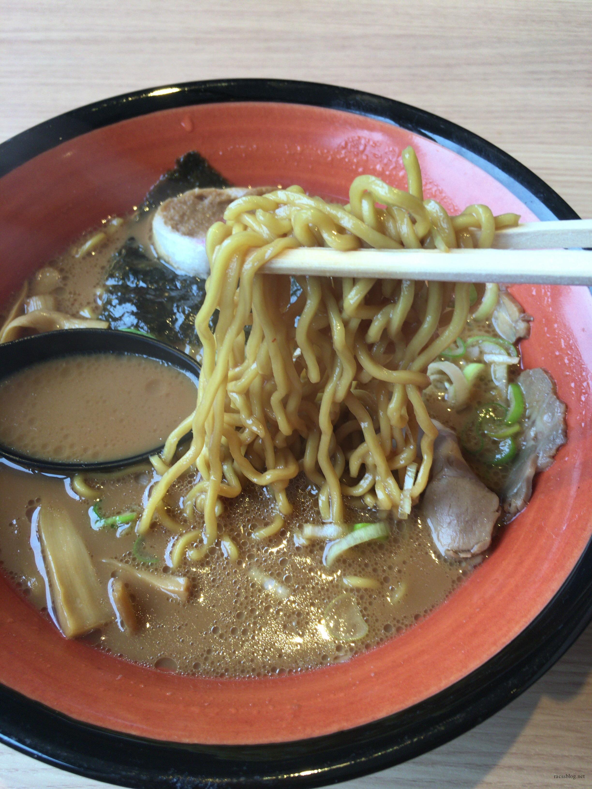 麺や虎鉄はラーメン&特大ザンギの定食がコスパよし!(清田店)