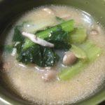 糖質制限スープ|小松菜ときのこの炒め味噌汁がシャキシャキ美味しい