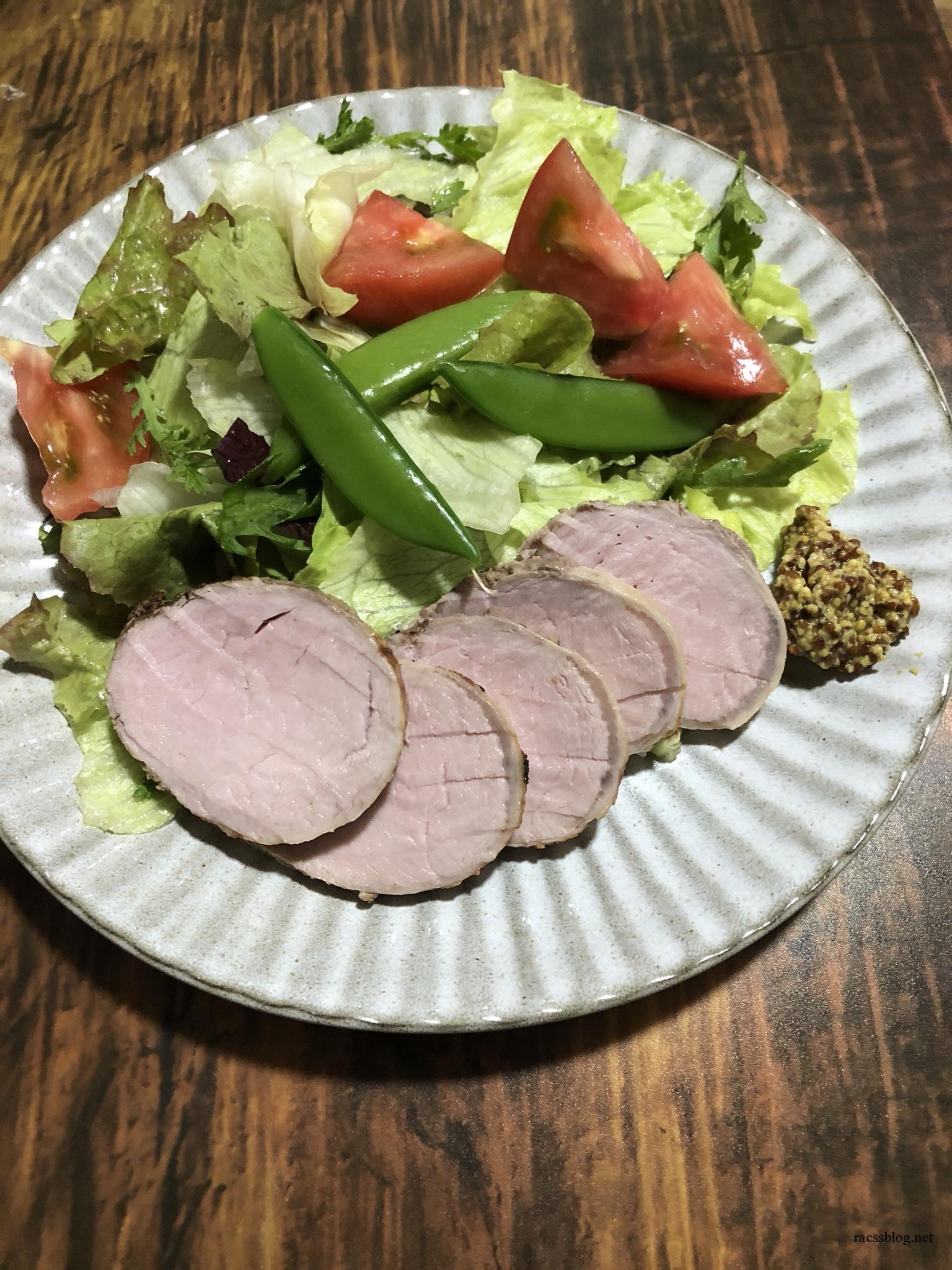 豚ヒレかたまり肉を柔らかいローストポークに仕上げる低温調理のレシピ