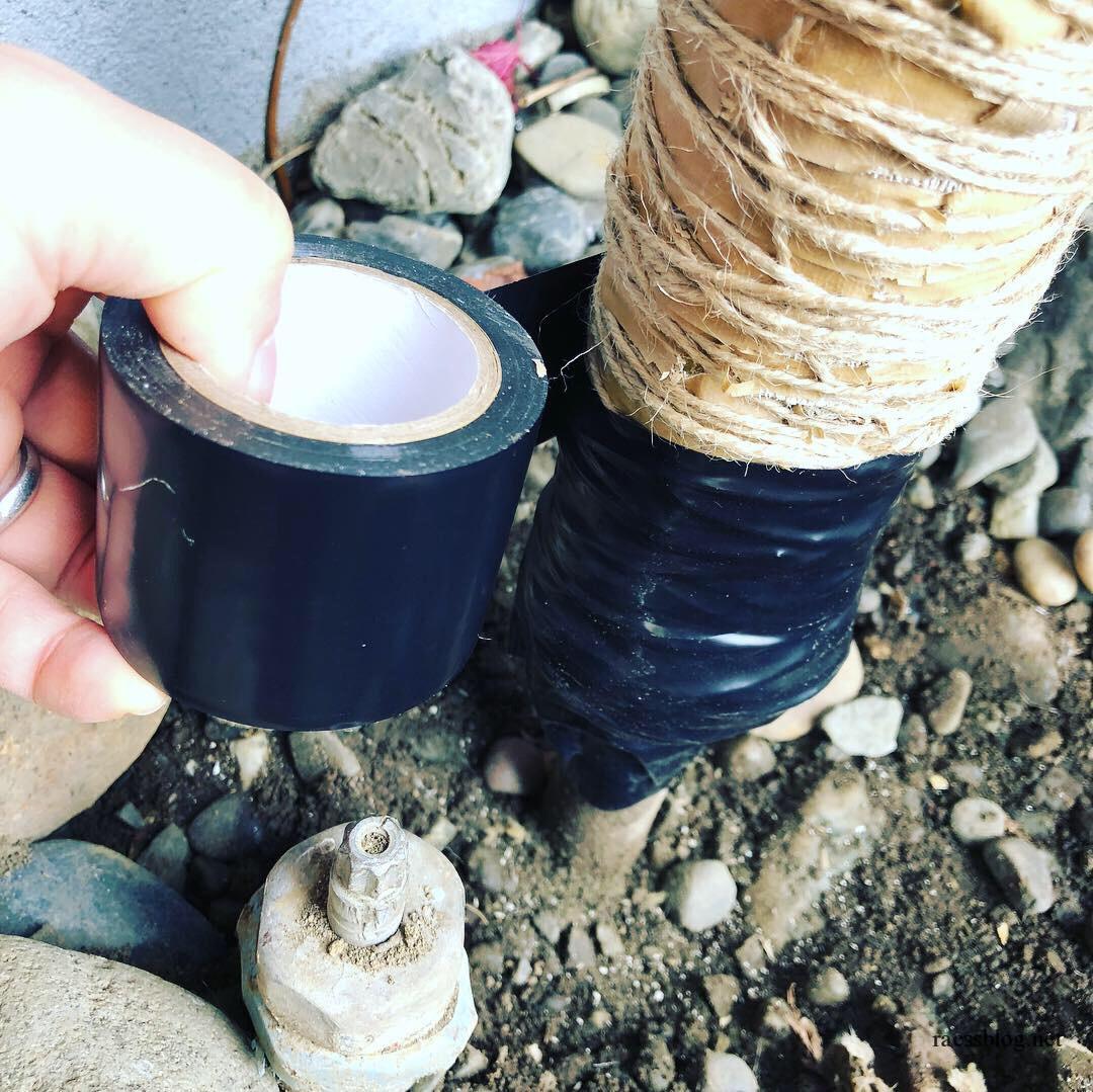 水道管にビニールテープ