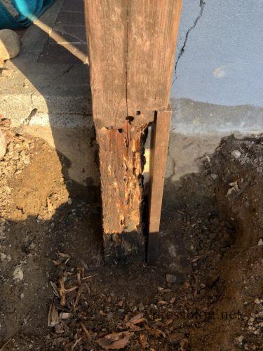 腐った柱を補強