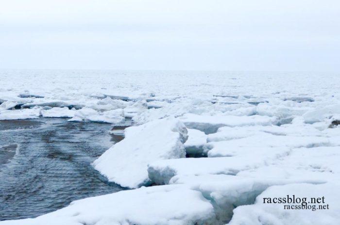 厚みのある流氷