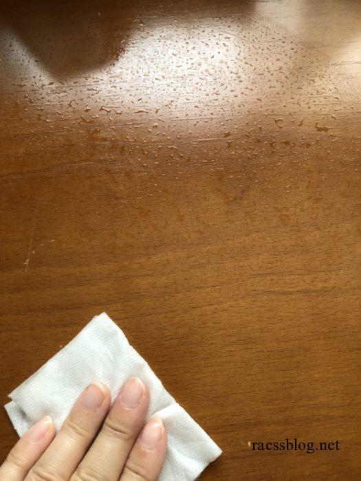 除菌シートで拭く