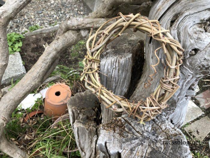 藤の枝で作ったリース