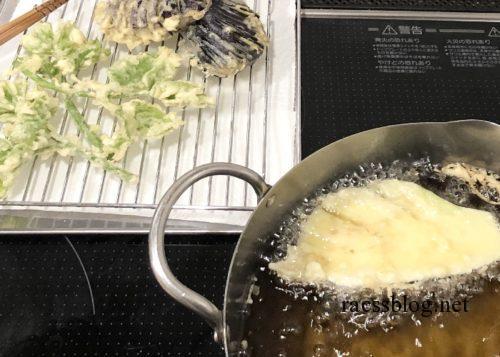 天ぷらを揚げる