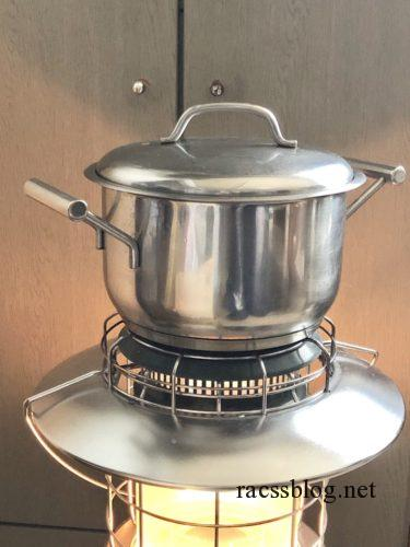 ストーブの上の鍋